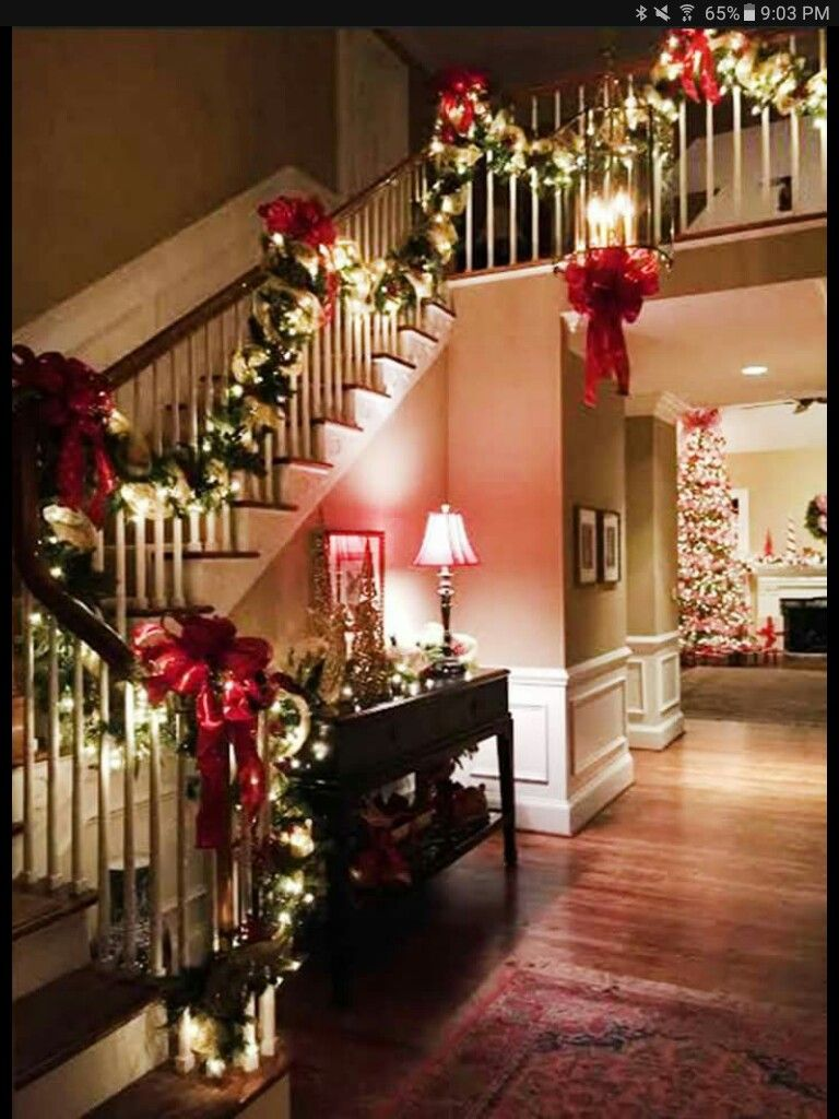 gorgeous christmas decorations for entryway