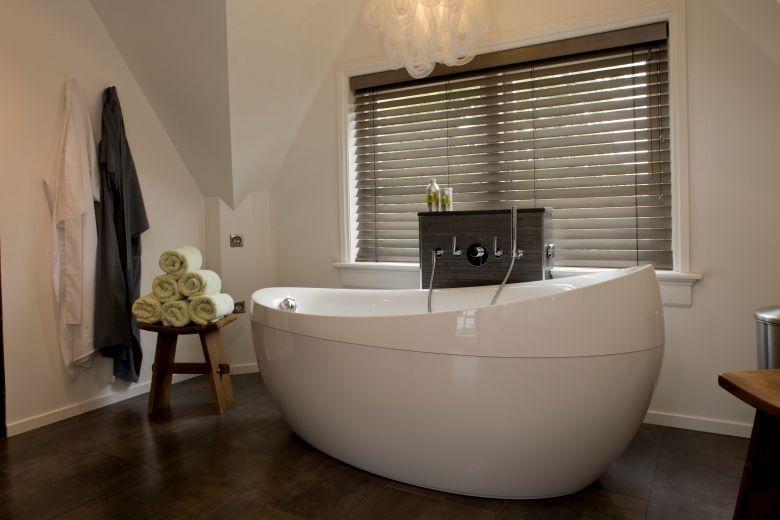Houten jaloezieën in de badkamer | Badkamer | Pinterest | Badezimmer