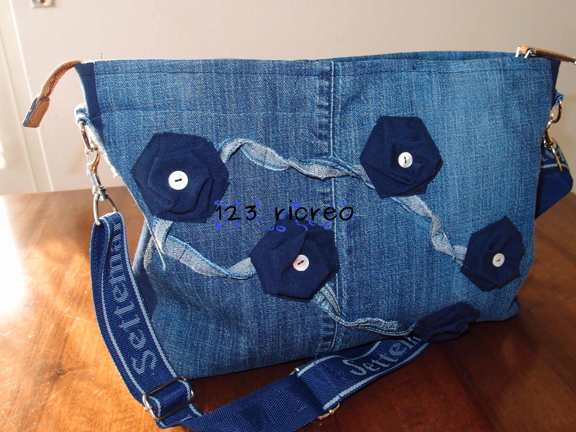 Riciclo jeans e fiori esagonali per questa borsa jeans for Borse fai da te jeans