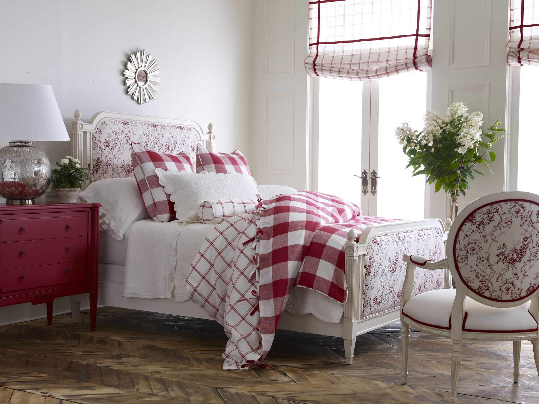 Light And Bright Always Eye Catching And Never Goes Out Of Style Bedroom Dom Lavender