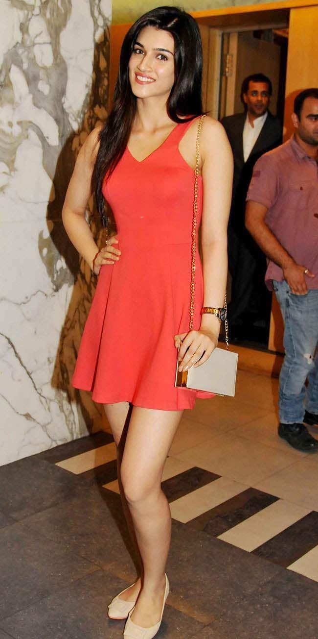 Bollywood Reporter Cute Kriti Sanon In Small Dress Stylish Short Dresses Small Dress Nice Dresses [ 1304 x 650 Pixel ]