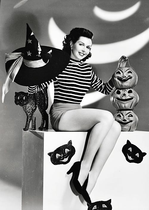 Vintage halloween{ Retro Halloween / Antique Halloween / Pin Up Photography
