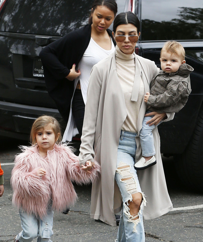 Kourtney Kardashian Steps Out With Kids   Kardashian style ...