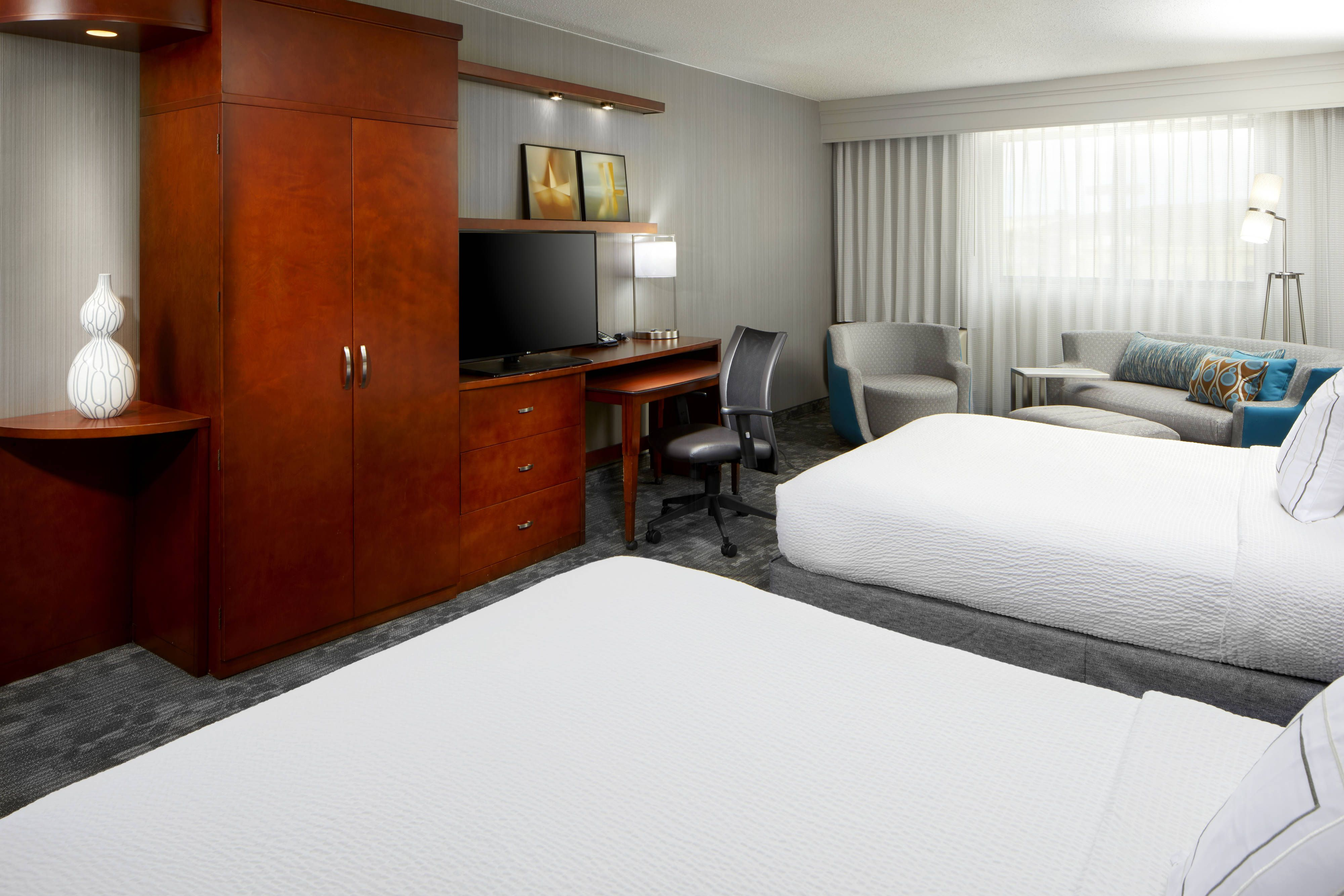 Courtyard San Antonio Six Flags庐 At The Rim Larger Queen Queen Guest Room Traveling Guestroom Holiday