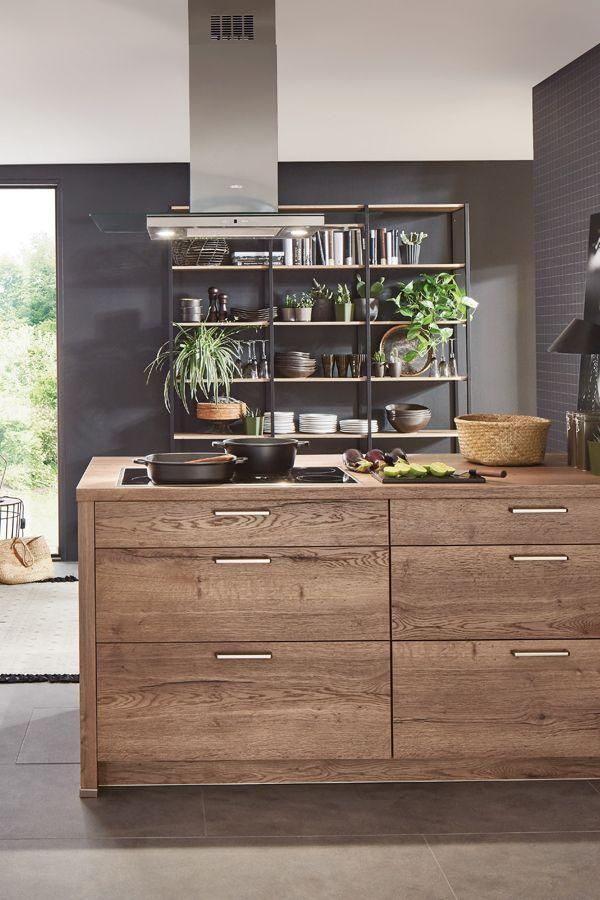 Die Holzküche – ein beliebter Trend. Dunkles Holz wirkt warm und einladend. küche küchen  ...