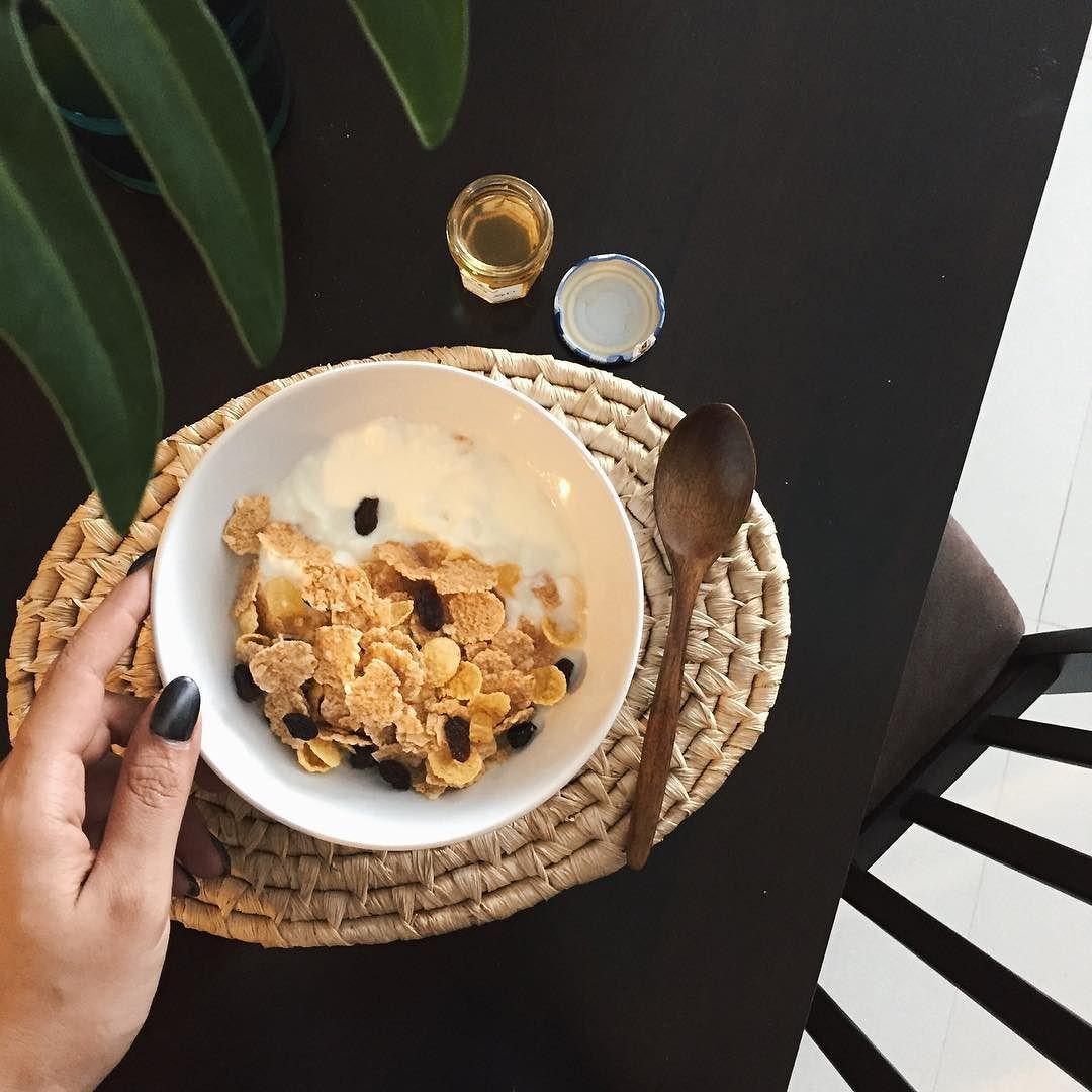 It S Not Diet It S Called Eating Healthy Today Breakfast Yogurt Cornflakes Honey اين رژيم نيست اسمش سالم خوردن هست صبحانه امروز Eat Recipes Healthy