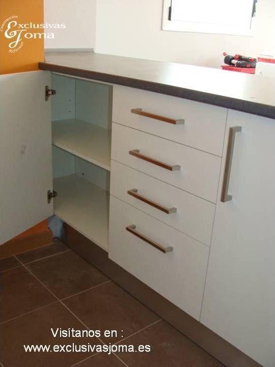 Muebles de cocina a medida en color blanco alto brillo con ...