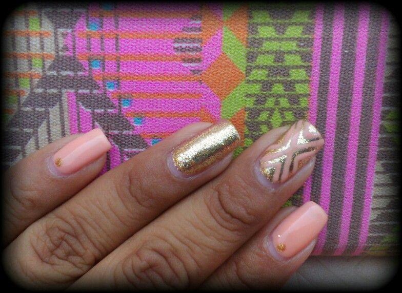Mis uñas largas naturales en gelish color melon con dorado y ...