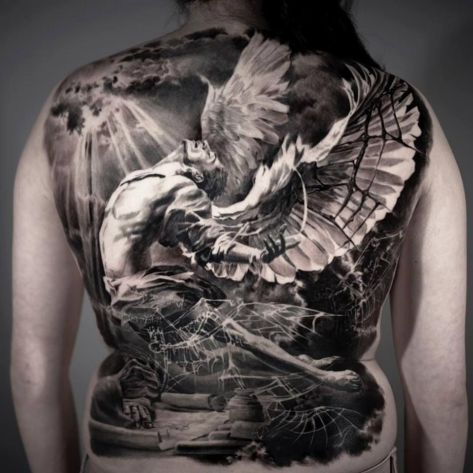 Männer tattoo rücken