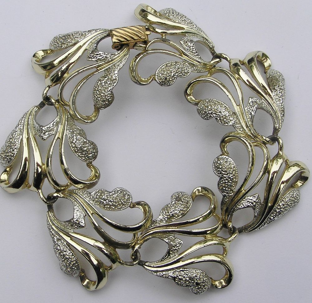 """Sarah Coventry  7 1/4"""" Vtg Frosted Feathers Bracelet 1961 Gold-Tone Silver-Tone #SarahCoventry #Vintage"""