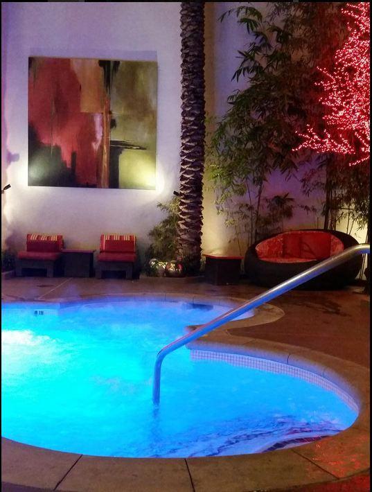 Relax Late Night At The Golden Nugget Hot Tub Las Vegas Pool Las Vegas Hotels Las Vegas