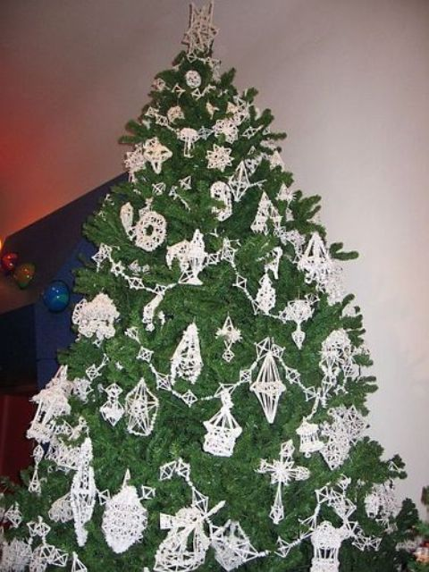 Lithuanian Christmas tree made with straw ornaments - Lithuanian Christmas Tree Made With Straw Ornaments Happy Holidays