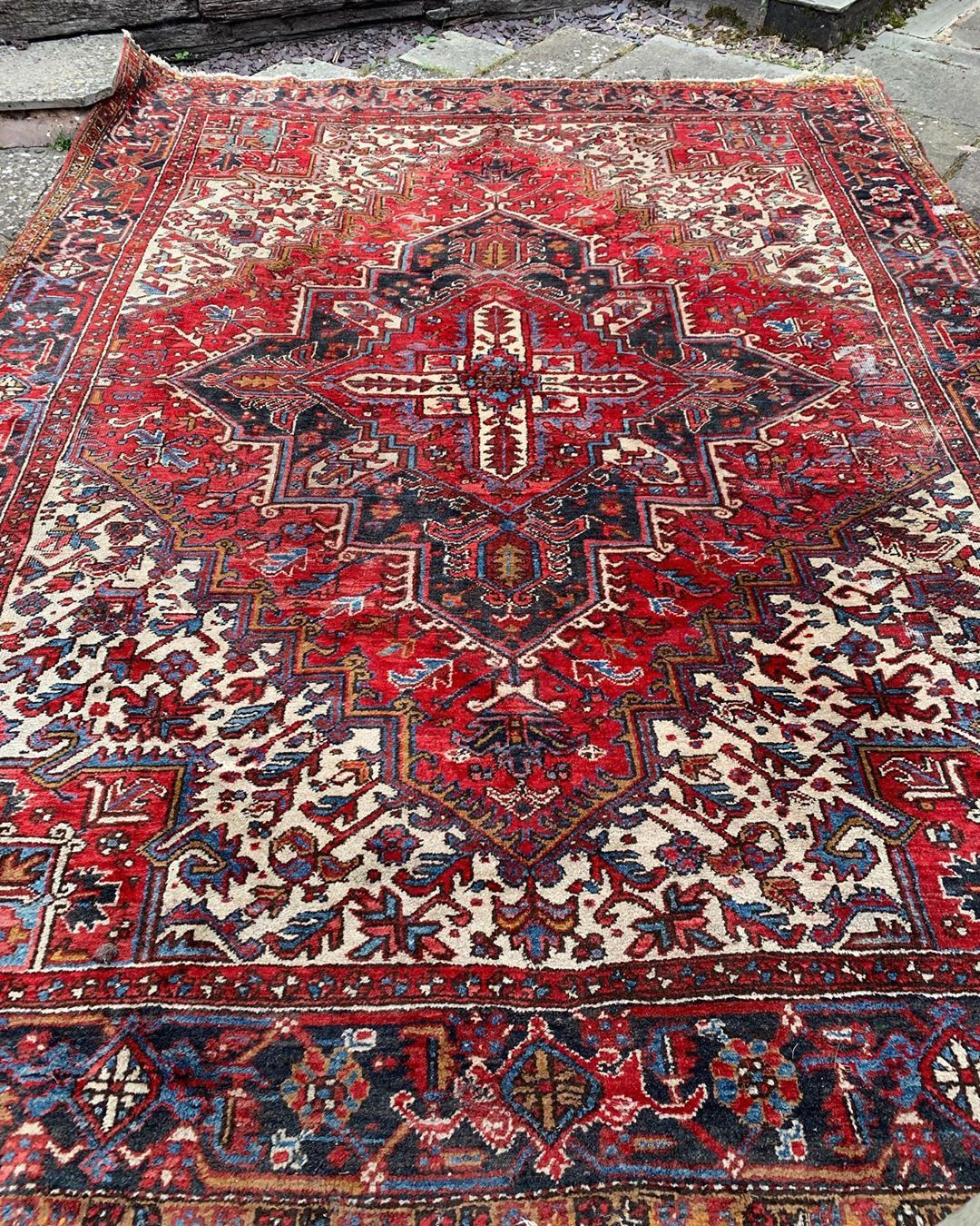 Sarah Tryon On Instagram Superb Heriz Carpet 10ft X 8ft Persiancarpet Persianheriz Herizcarpet Herizrugs Antiq In 2020 Antique Carpets Heriz Rugs Persian Carpet
