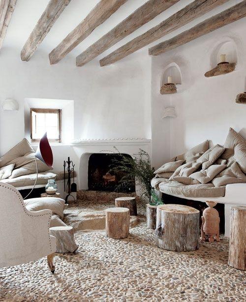 Luxus Wohnzimmer Mit Rustikalem Kaminfen Und Steinboden