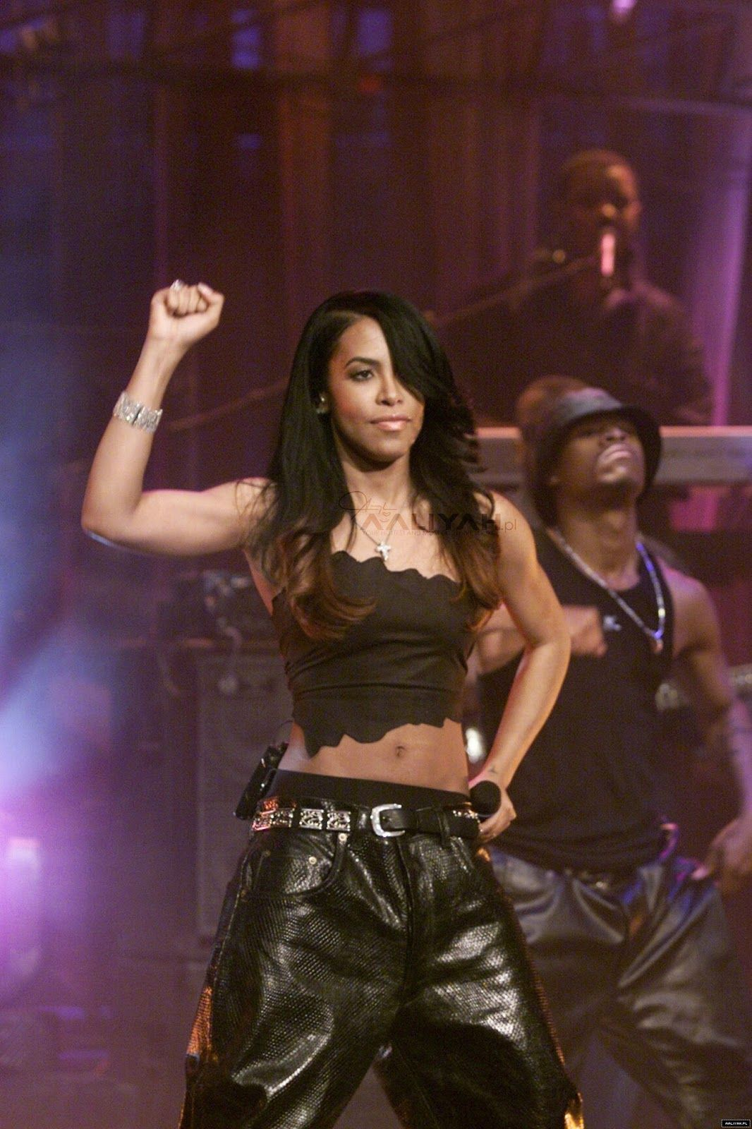 936b73a18cdd55 Aaliyah putting up that black power sign