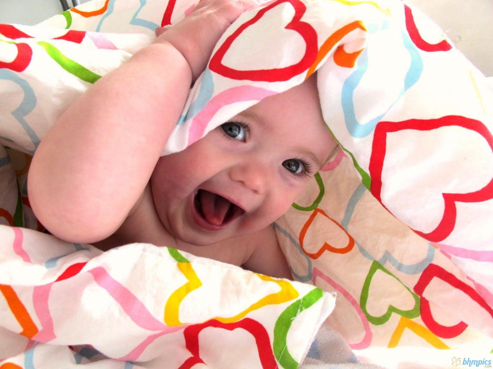 Wallpaper Bambini ~ Cute baby desktop wallpapers this wallpaper wallpapers