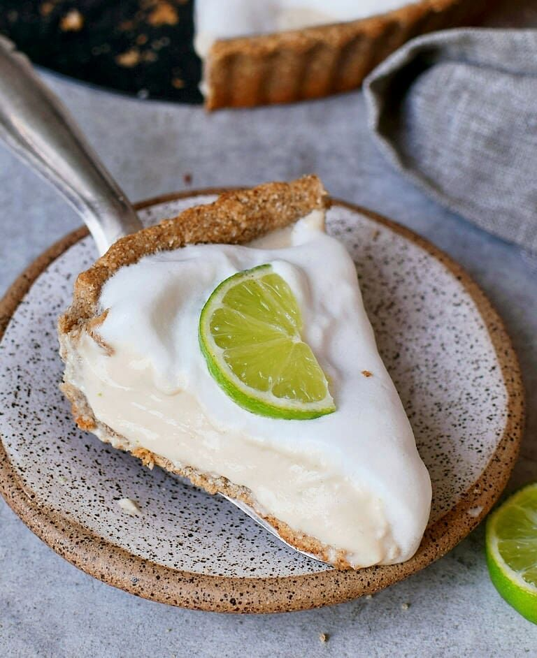 A Newly Updated Recipe Is On My Blog For This Creamy Key Lime Pie This Light And Tangy Dessert Contai Vegan Key Lime Key Lime Pie Easy Vegan Key Lime Pie