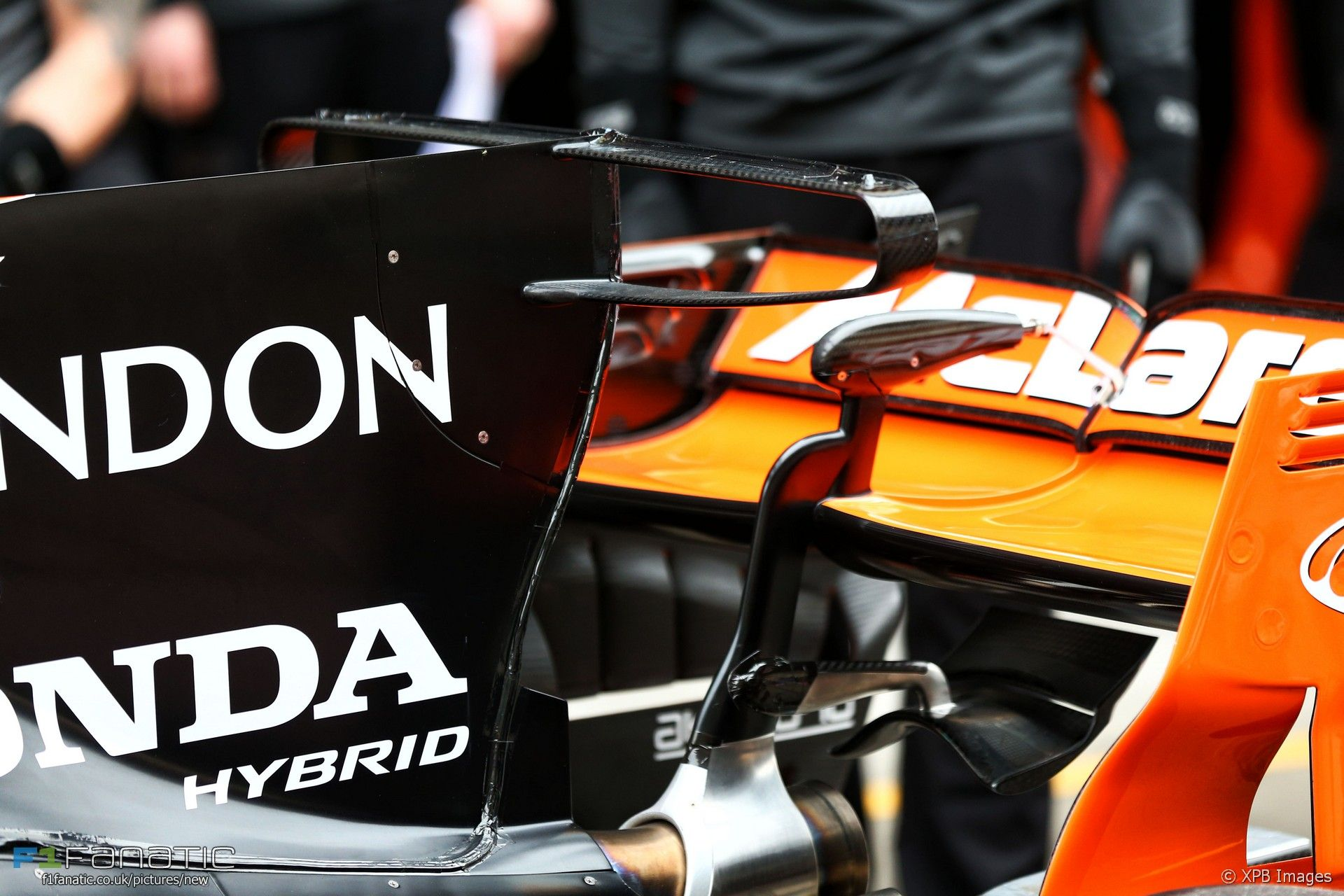 McLaren MCL32 engine cover T-wing, Shanghai International Circuit, 2017