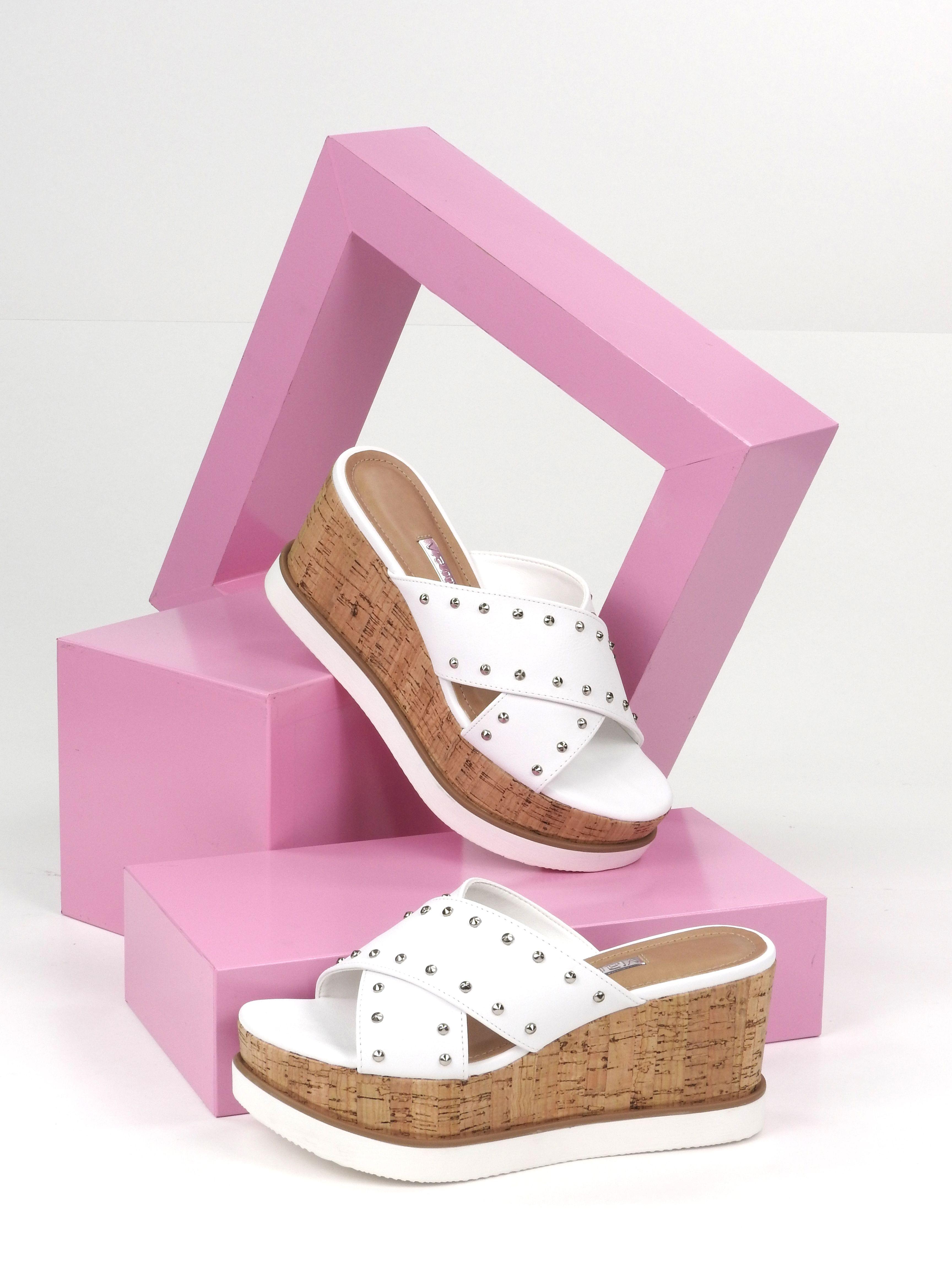324eca59075 Tamancos - Estilo - Fashion - Moderno - Hit Sandalias Cómodas, Zapatos  Cómodos, Sandalias