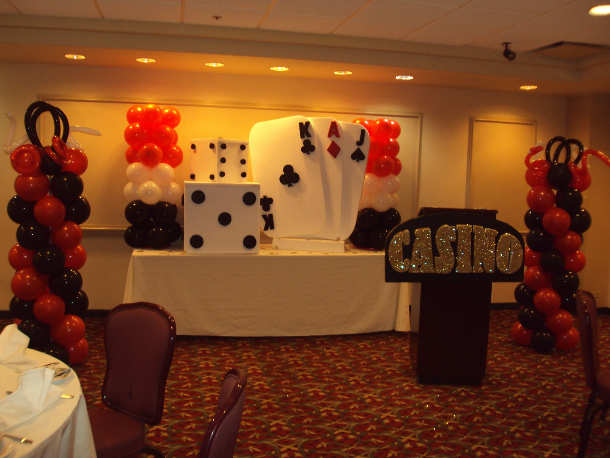 Casino party decoration decoration soir e casino for 007 decoration ideas