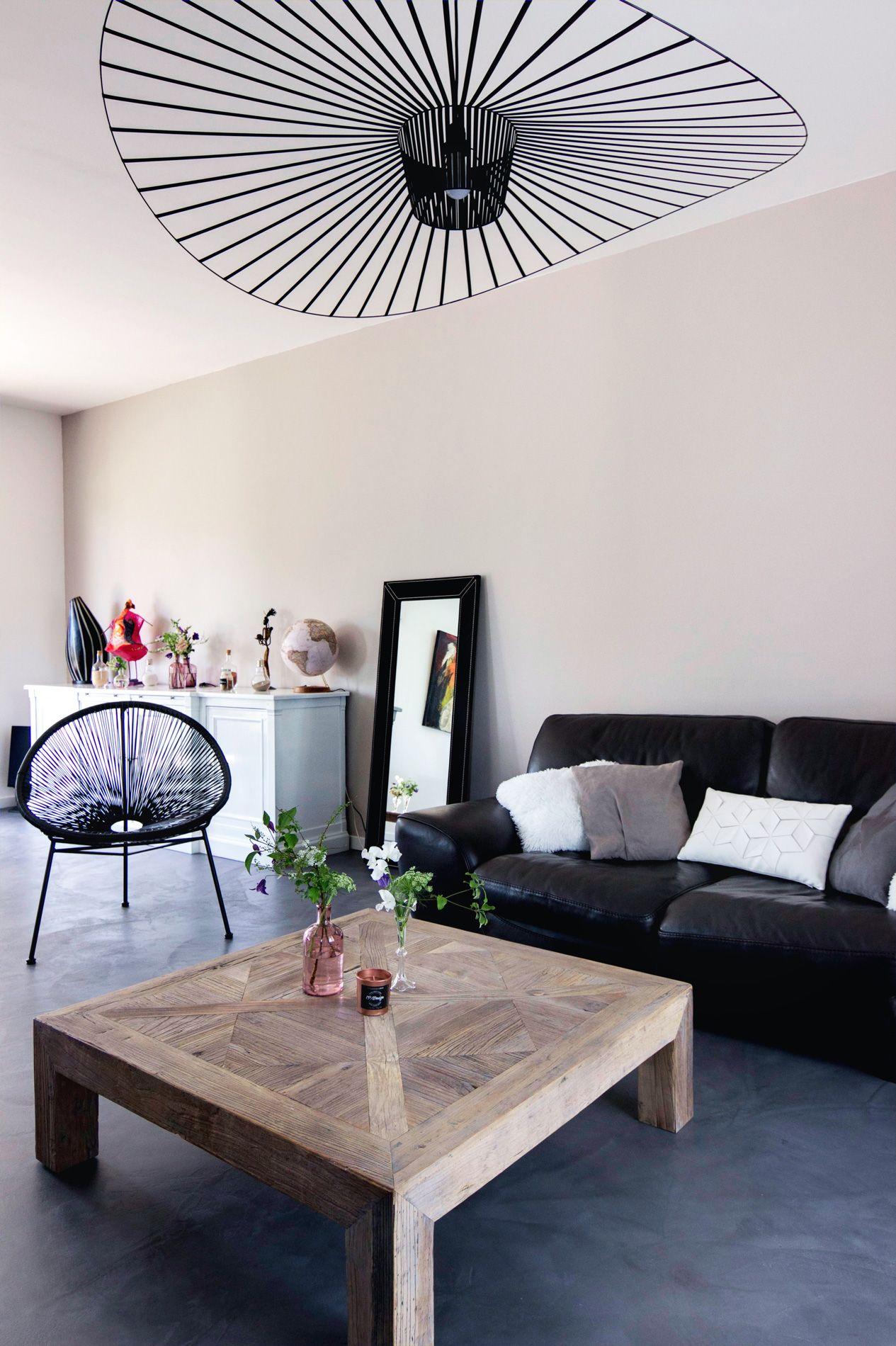 salon moderne gris et bois canap en cuir noir suspension vertigo fauteuil aca  Architecture