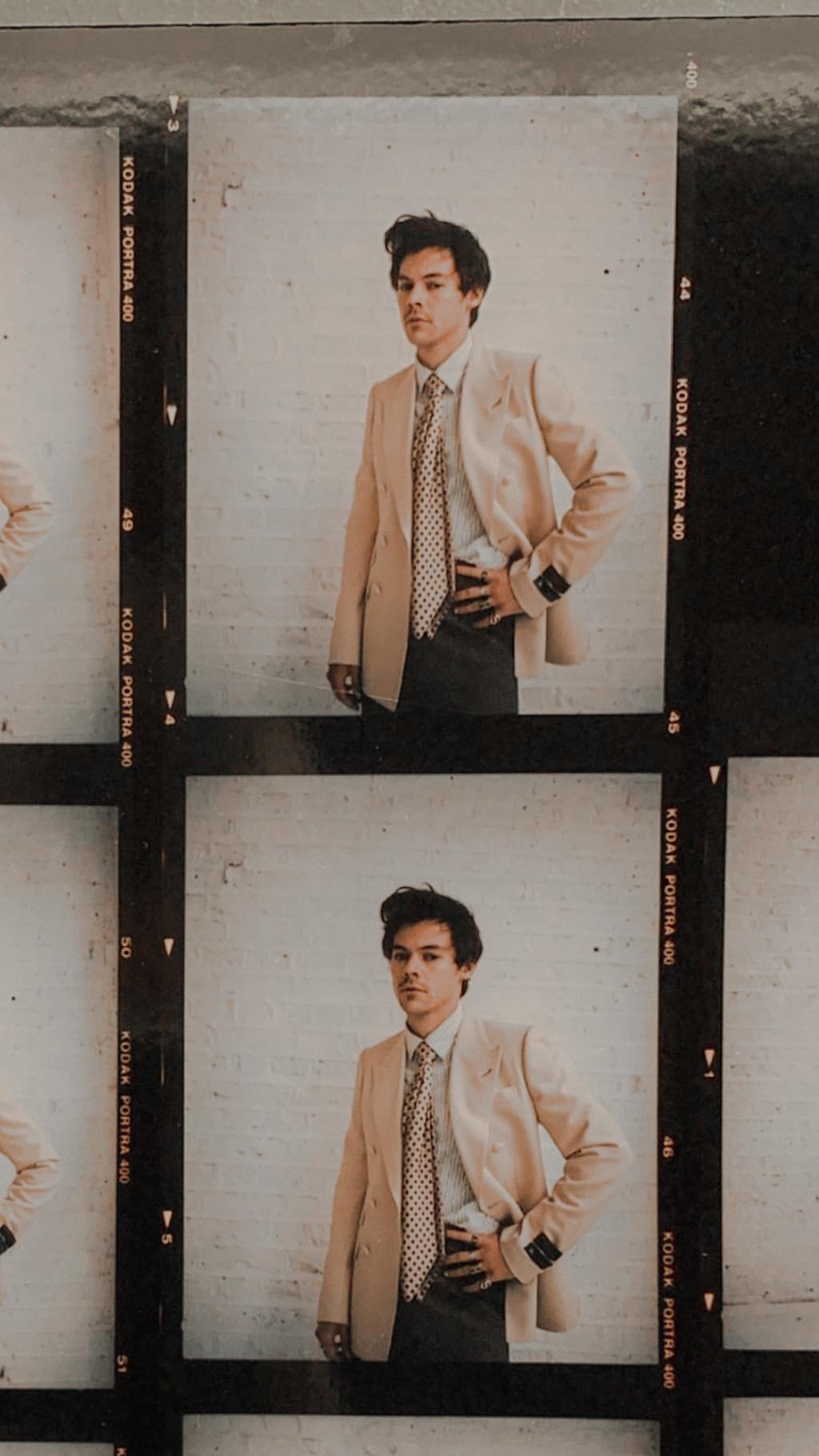 P I N T R E S T Annakhammes In 2020 Harry Styles Lockscreen Harry Styles Photoshoot Harry Styles Wallpaper
