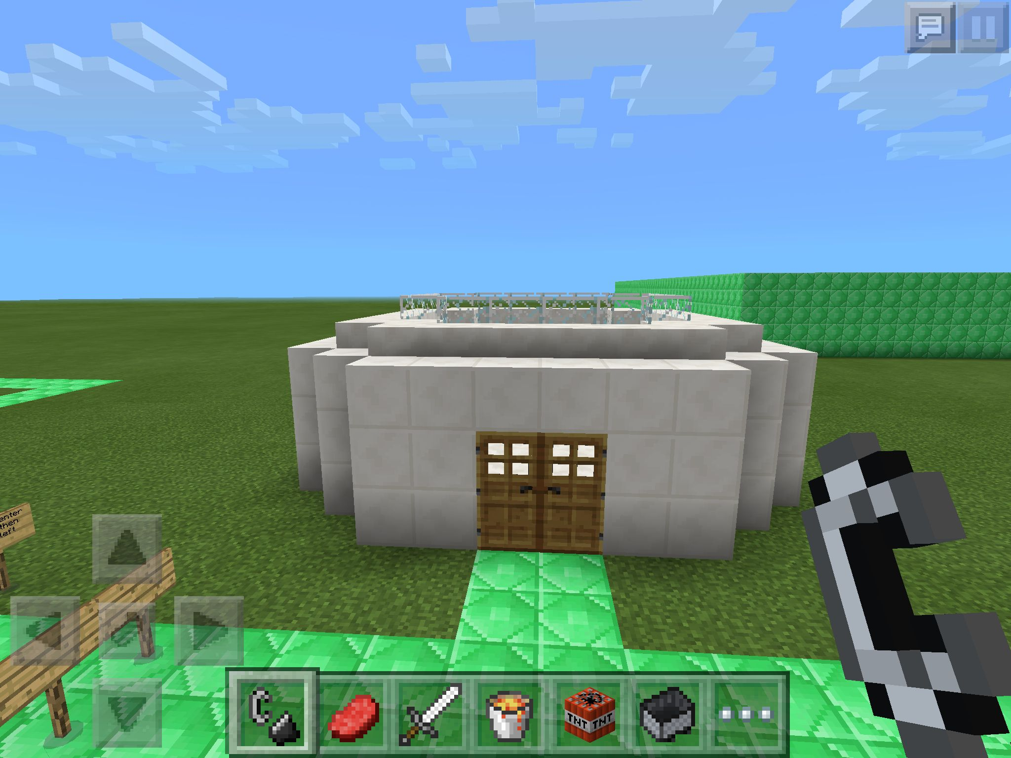 Minecraft pe house for 0 9 5 this house uses quart blocks wooden