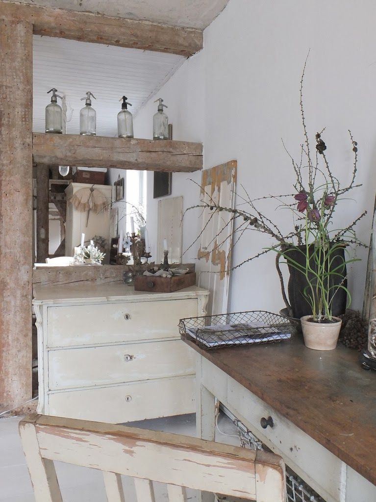 wohnzimmer im shabbychic einrichten, alte weisse Möbel, antike
