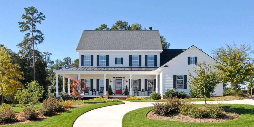 Some Of The Most Beautiful Modern Farmhouse Exterior That You Can Check Out Colonial House Exteriors Modern Farmhouse Exterior Colonial Exterior