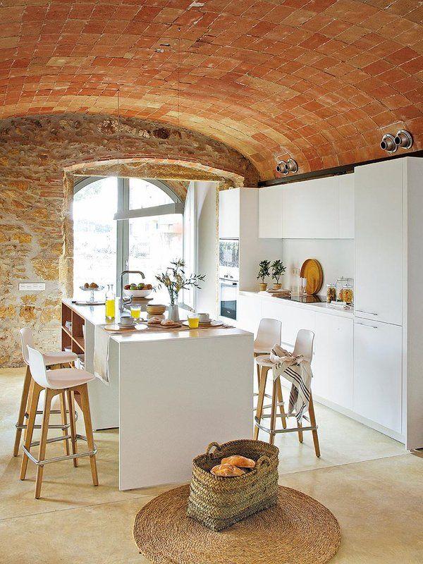 Esta casa luce el estilo rústico más actual | Cocina de piedra ...