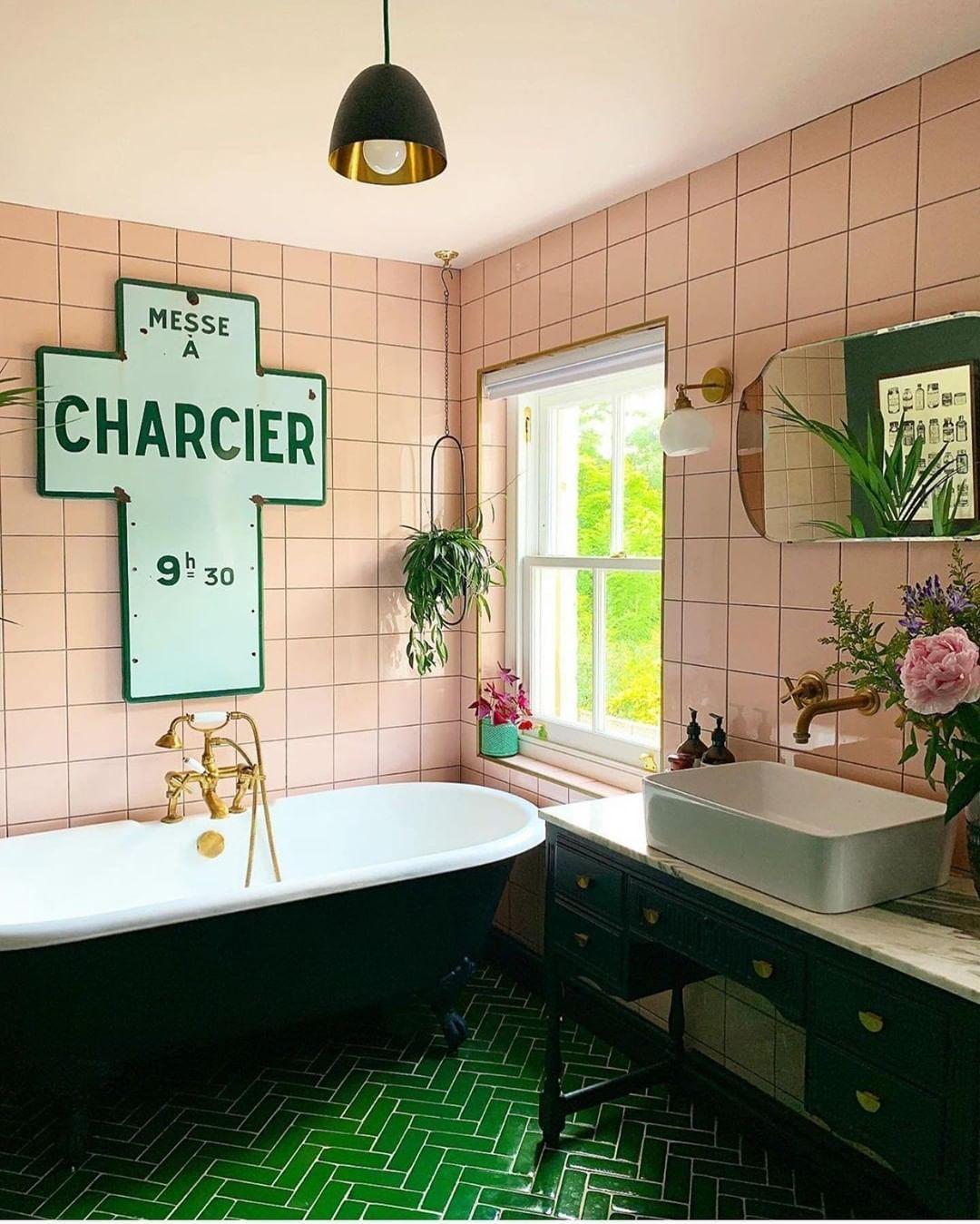 The Pink And Green Bathroom Green Bathroom Pink Bathroom Accessories Mint Green Bathrooms