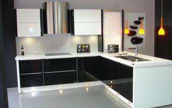 Cocina Integral enchapada en formica brillante, mueble bajo color ...