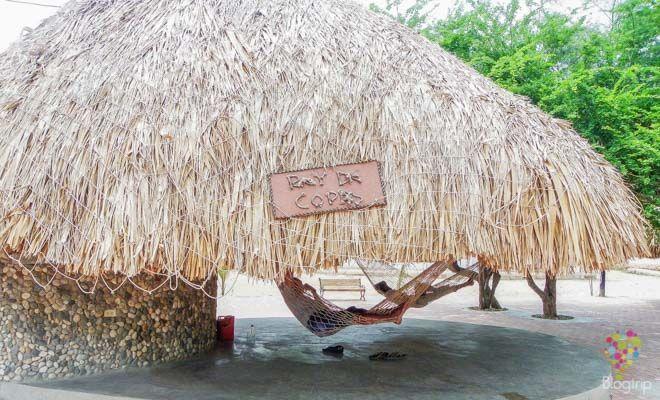 Pescadores en reposo en Colombia https://blogtrip.org/taganga-colombia-playa-buceo-santa-marta/