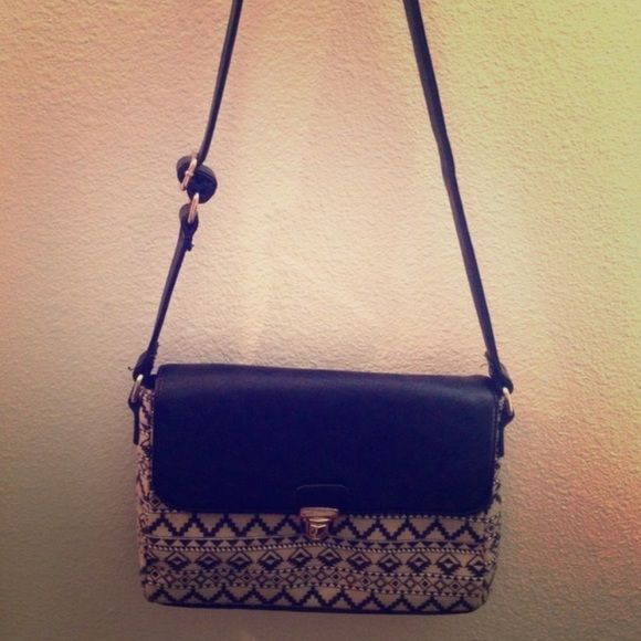 Tribal crossbody purse Adorable! Like new :) Bags Crossbody Bags