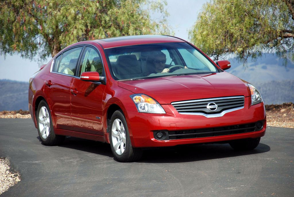 The Nissan Altima Hybrid Review Specs Price Pictures Http Whatmycarworth