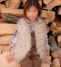 Mouwloos vest van beaugency van Phildar is verkrijgbaar in diverse kleuren met gratis beschrijving.