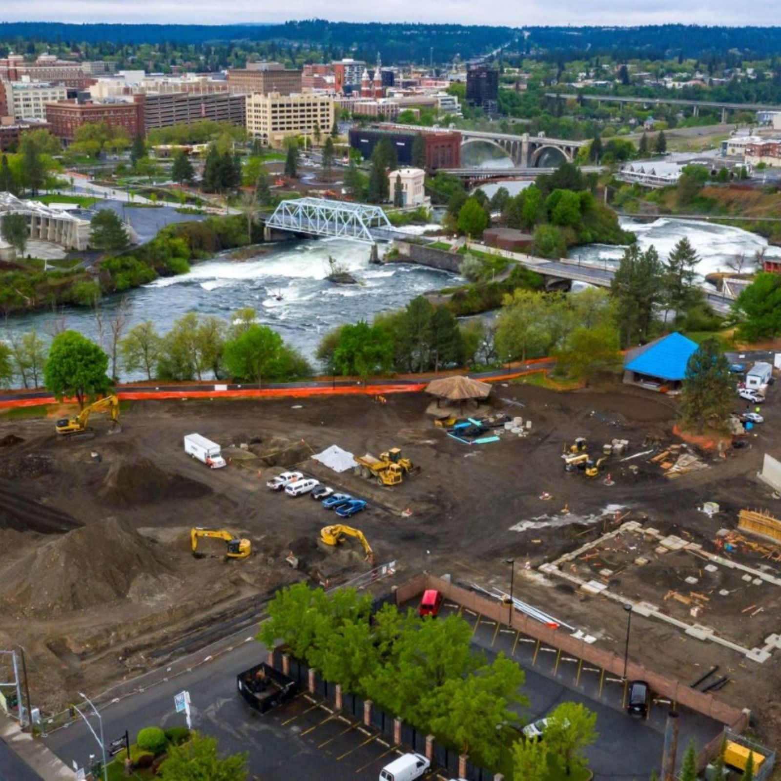 #WorksiteWednesday Check out these aerial shots of the Northbank Playground construction progress, courtesy of Selkirk Development. We are thankful for the opportunity to build community here in Spokane.    #BernardoWills #BernardoWillsArchitects #Northwest #PNW #WA #Spokane #WashingtonState #UpperleftUSA #InlandNorthwest #GreatPNW #playground #construction #landscapearchitecture #landscapedesign #landscaping #landscapeconstruction #landscapingideas #landscapinglife #urbanplanning #urbandesign