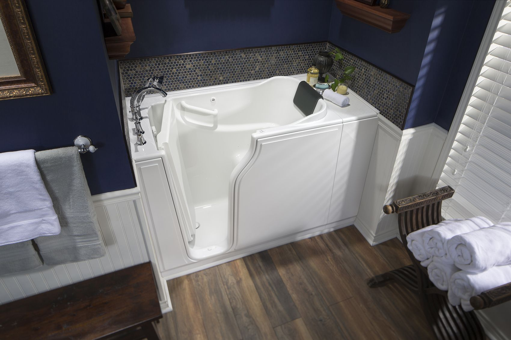 Broaden Your Bathroom With This Safety Tubs 52 X 30 Walk In Tub Perfect For Small Spaces This Tub Includes A Tub Walk In Tubs Small Bath Small Bathroom