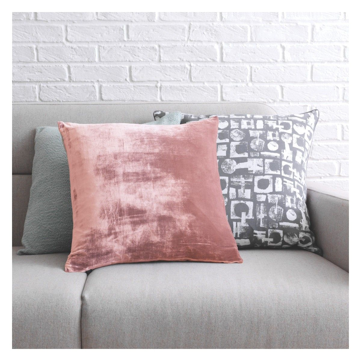 REGENCY Pink velvet cushion 45 x 45cm Pink velvet Regency and