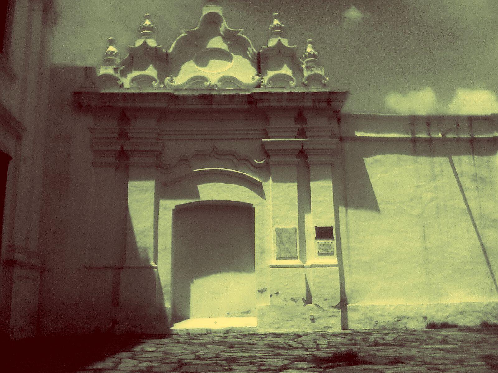 Convento, puerta clausurada