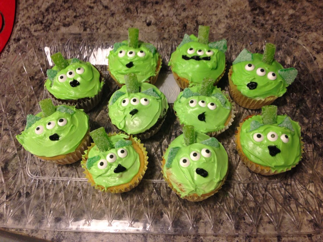 The cutest cupcakes ever!! I love this toy story alien