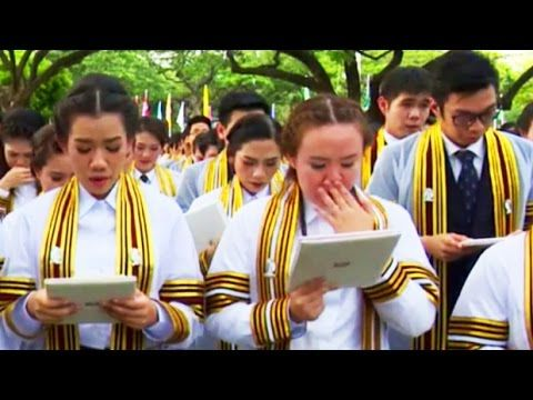 ► Graduates Crying for Late King of Thailand While Singing on Graduation...