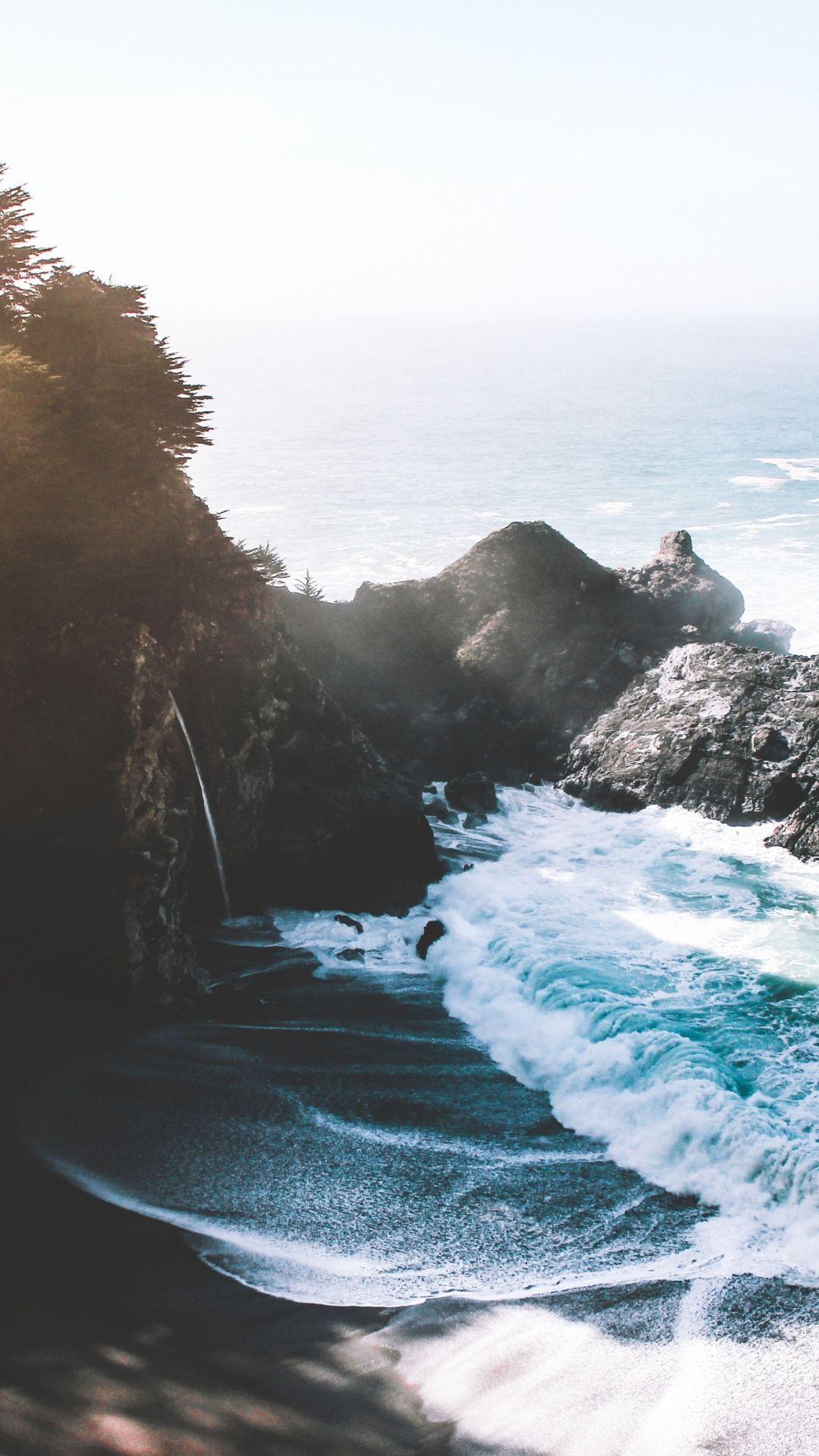 Rocky Beaches Pemandangan Pantai Latar Belakang