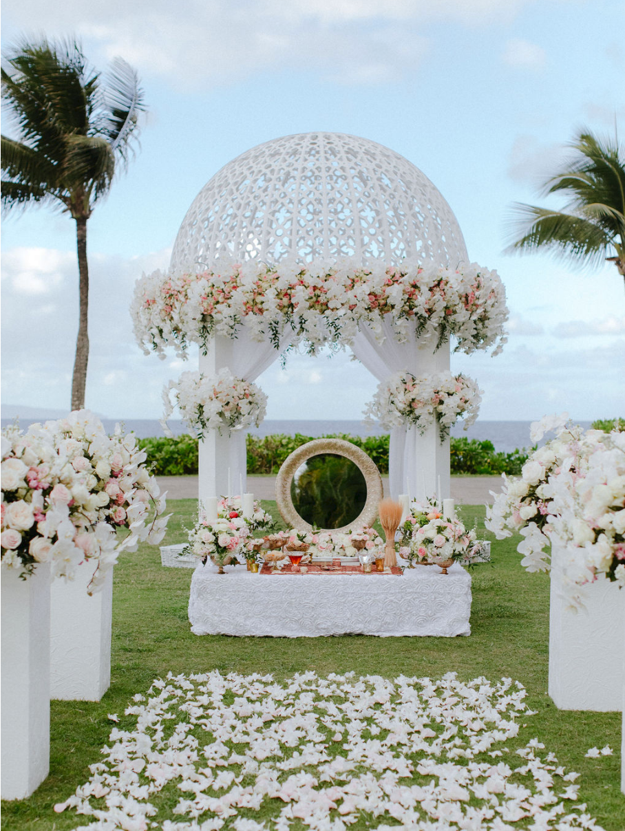 This Beautiful Persian Wedding In Maui Has Gorgeous Romantic Decor Sofreh Aghd Sofre Persian Wedding Persian Weddings Sofreh Aghd Maui Wedding Photographer