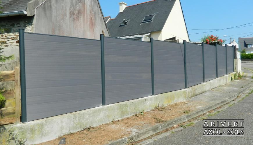Cl ture composite gris anthracite maison pinterest cl ture composite barri re en bois for Palissade pvc gris