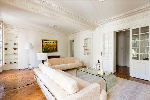 #AVendre - PARIS XVIème - ARC DE TRIOMPHE  Appartement ancien se composant d'une belle entrée, d'un double séjour de 35 m2, de 3 chambres, d'une cuisine équipée, de 3 salle d eau. Il dispose d'une double exposition. Bon état général. Parquet, moulures, cheminée.  Plus d'informations : http://bit.ly/1O3fAF4