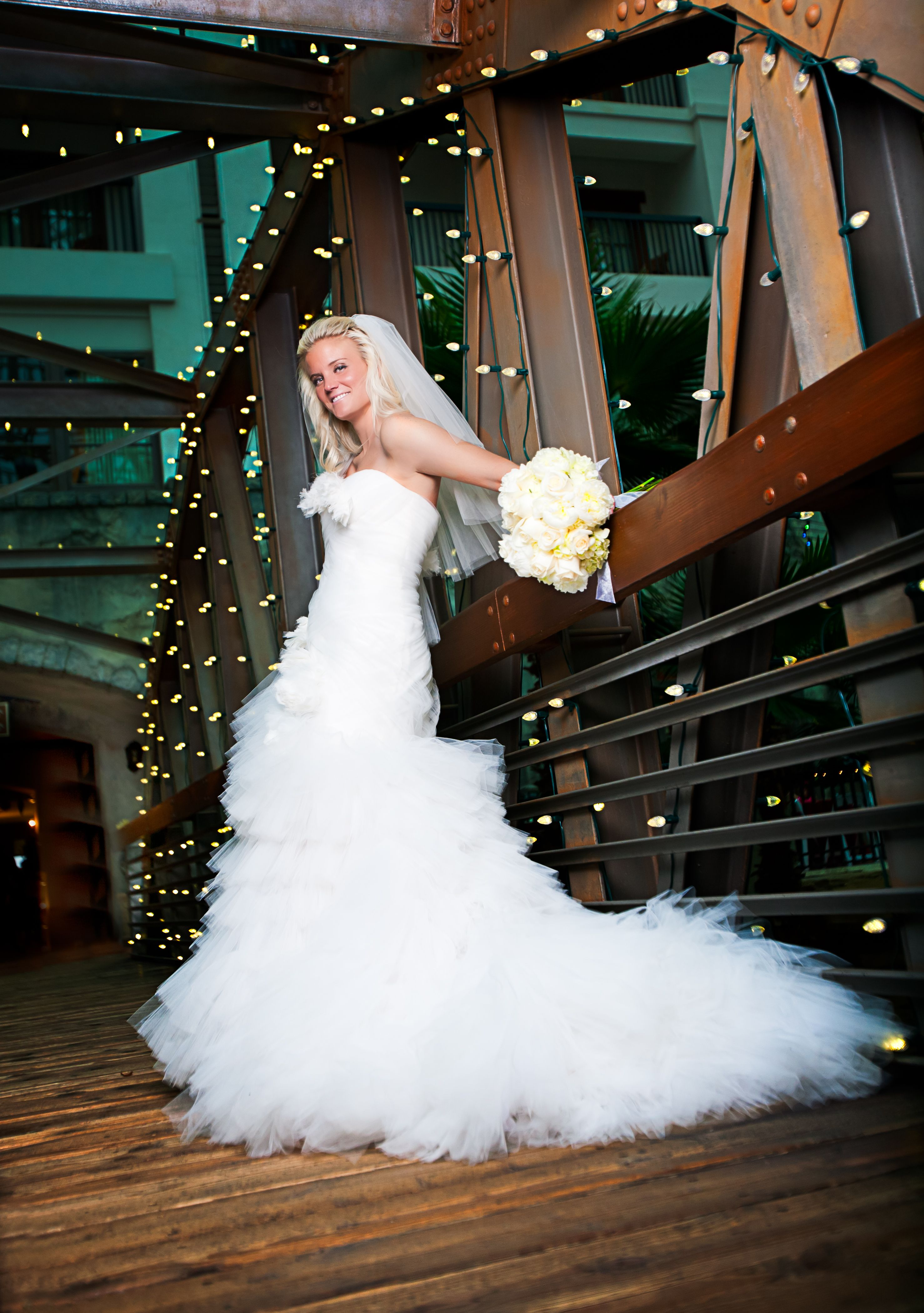 bridal portraiture at the gaylord texan resort hotel in grapevine