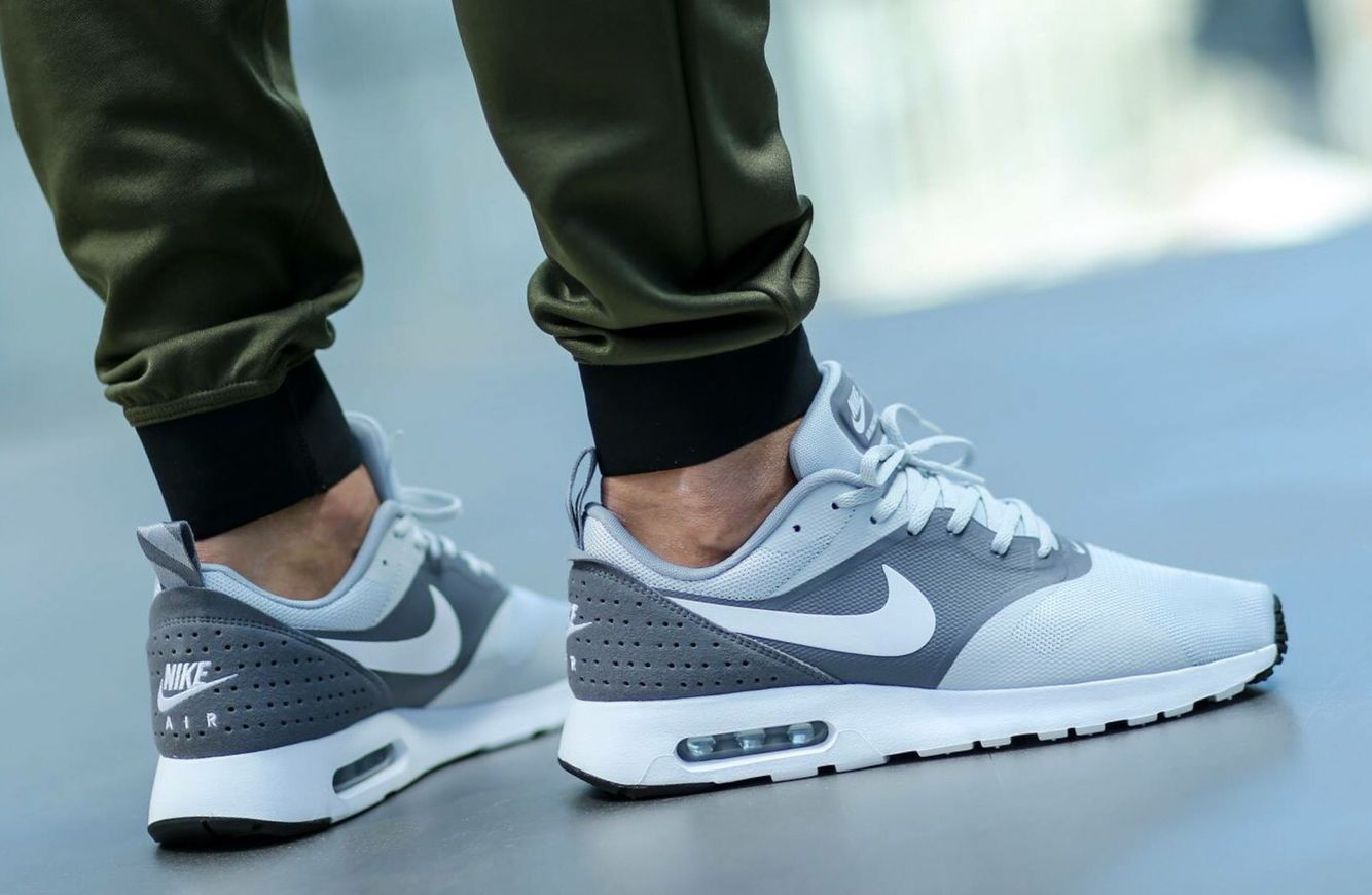 7da2dd2d506a Nike Air Max Tavas  Grey White