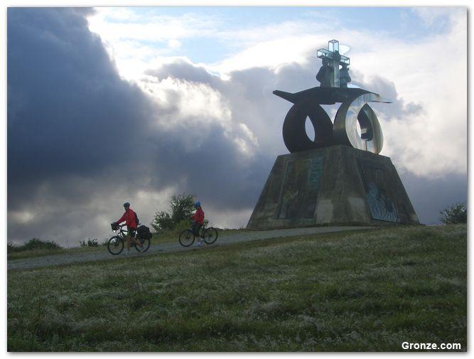 Monte Do Gozo Un Lugar Que Ya Huele A Destino Galicia Sientegalicia Santiagodecompostela Des Santiago De Compostela Camino De Santiago Camino Frances