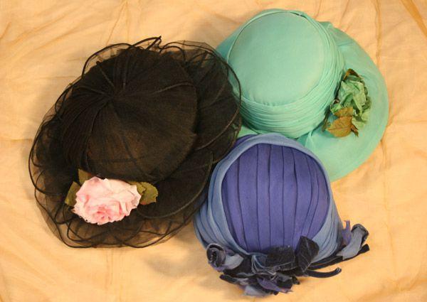 Una vera signora non esce mai senza cappello...